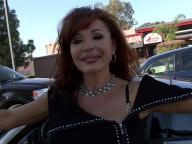Vidéo porno mobile : Elle en a tellement marre de son mari, qu'elle se tape un jeunot